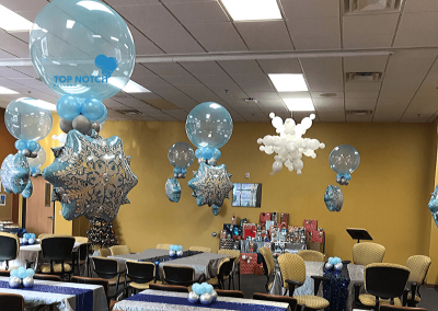 SnowFlakes -Christmas-Centerpieces-Table-balloons-Top Notch Balloon Creations-Northville-Ann Arbor-Detroit-Michigan - Corporate event - office parties